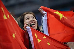 Девушка с флагом Китая
