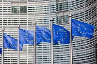 """ Флаги Евросоюза на фоне здания Европейской комиссии"