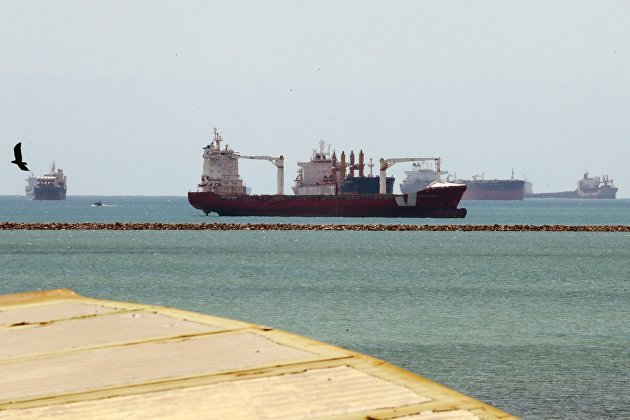 Корабли, ждущие очереди на вход в Суэцкий канал