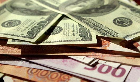 Курс рубля к доллару может немного вырасти в начале дня на подорожавшей нефти - аналитики