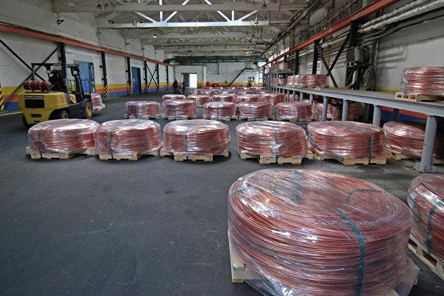 На складе готовой медной катанки