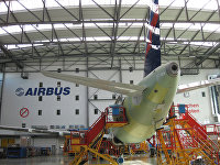 Самолет Airbus А-320 на заводе Airbus в городе Гамбурге