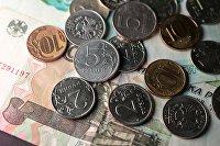 Монеты номиналом 1, 2, 5 и 10 рублей.